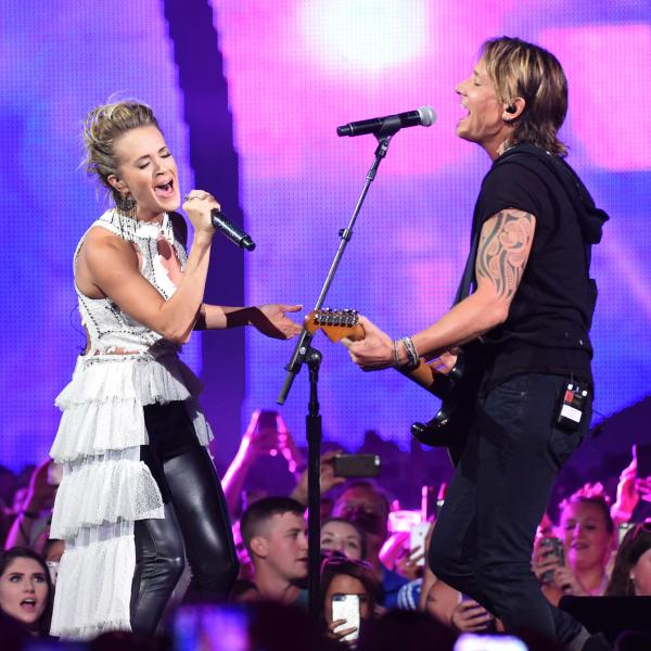 Carrie Underwood and Keith Urban perform at the 2017 CMT Awards