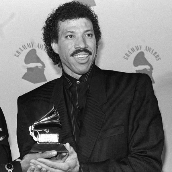 Michael Jackson (L) & Lionel Richie (R) at the 1986 GRAMMYs