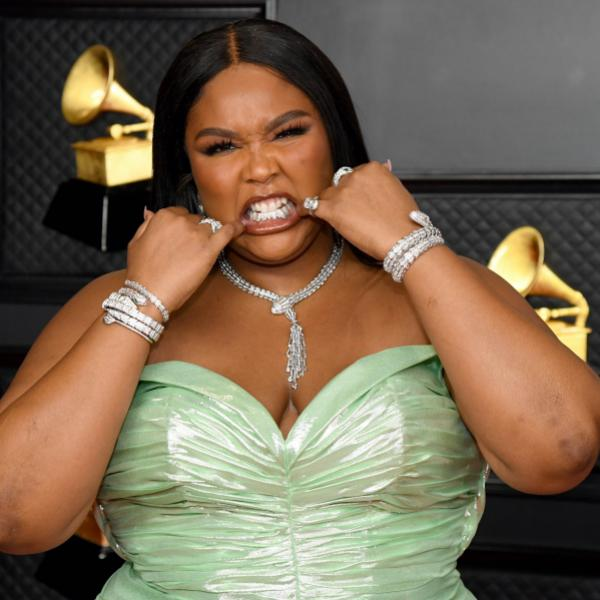 Lizzo shows off teeth at 2021 GRAMMY Awards