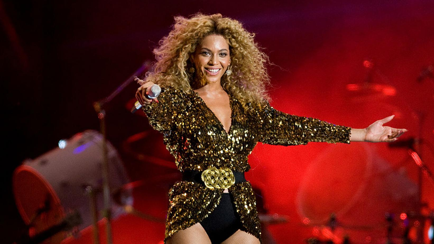 Beyoncé headlines Glastonbury 2011