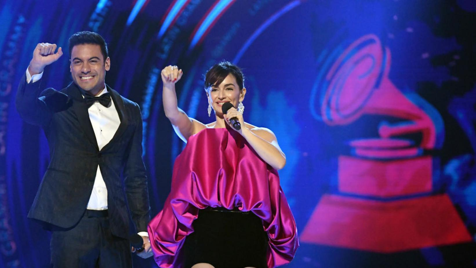 Hosts Carlos Rivera and Ana de la Reguera