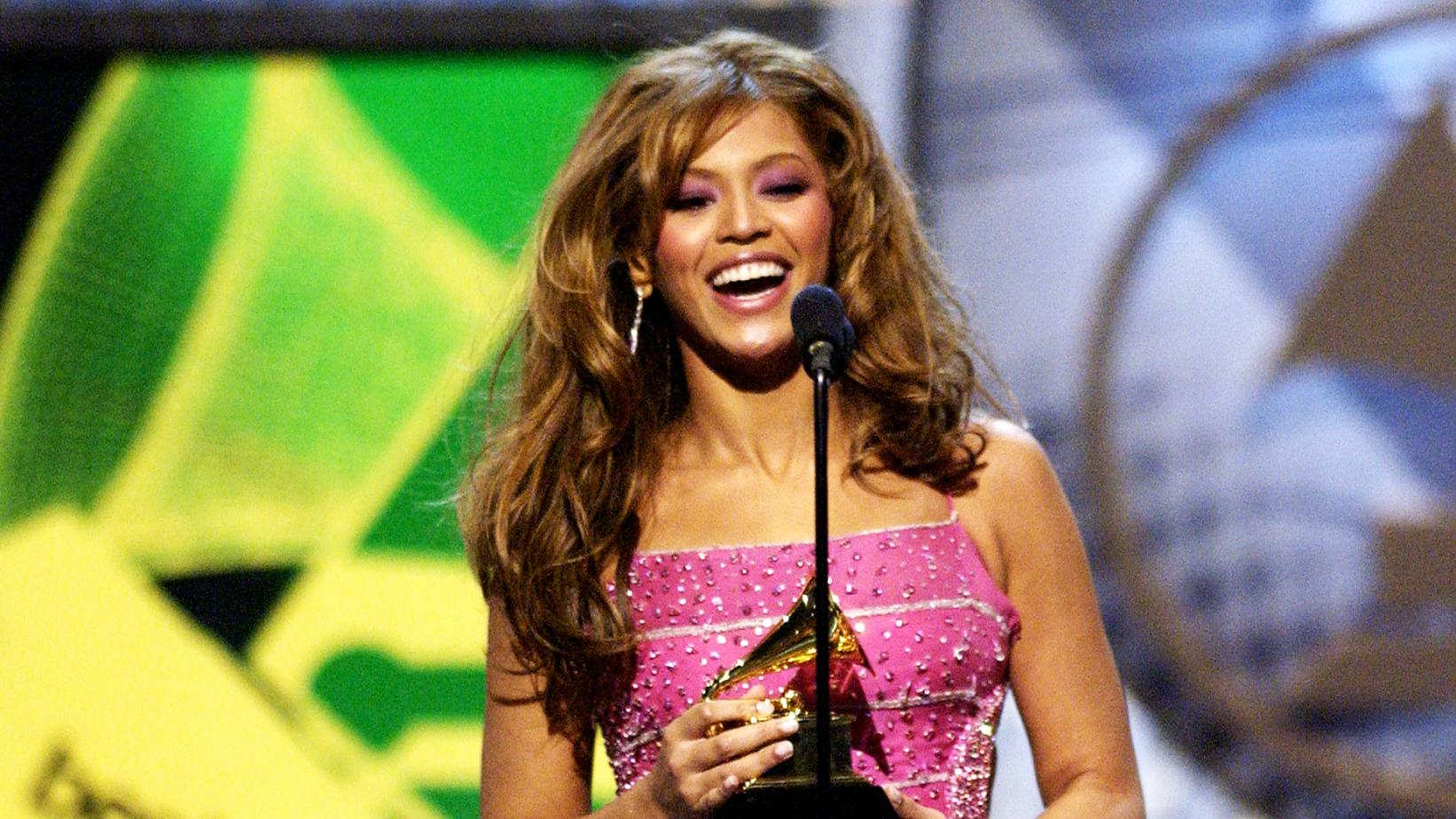 Beyoncé at the 2004 GRAMMYs