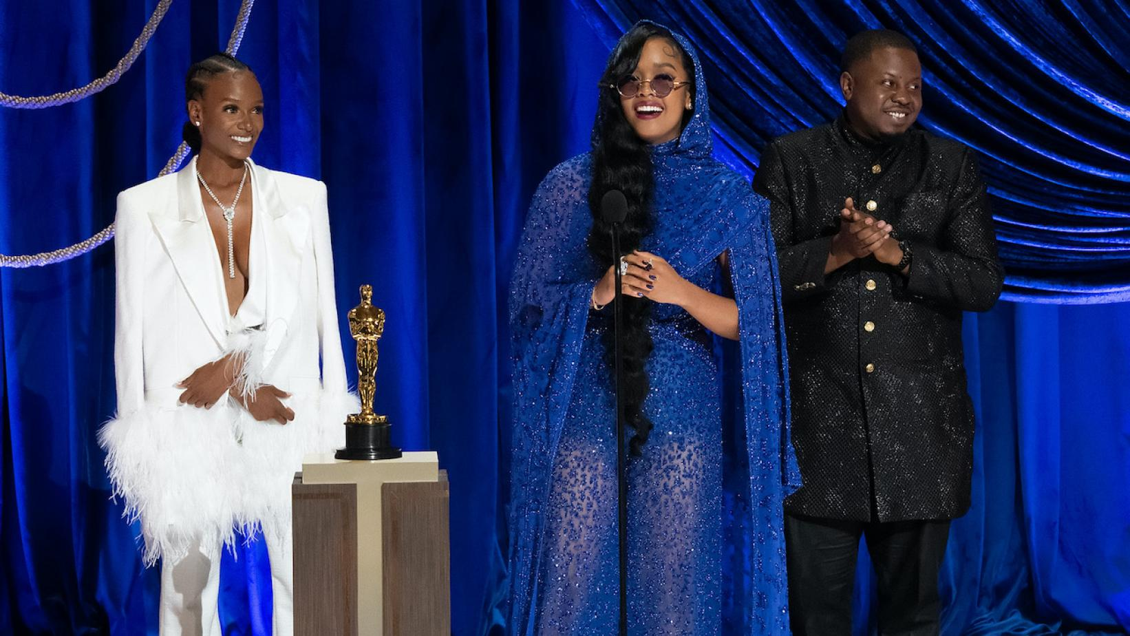 Photo of Tiara Thomas, H.E.R. and Dernst Emile II accepting the Oscar for Best Original Song at the 2021 Oscars