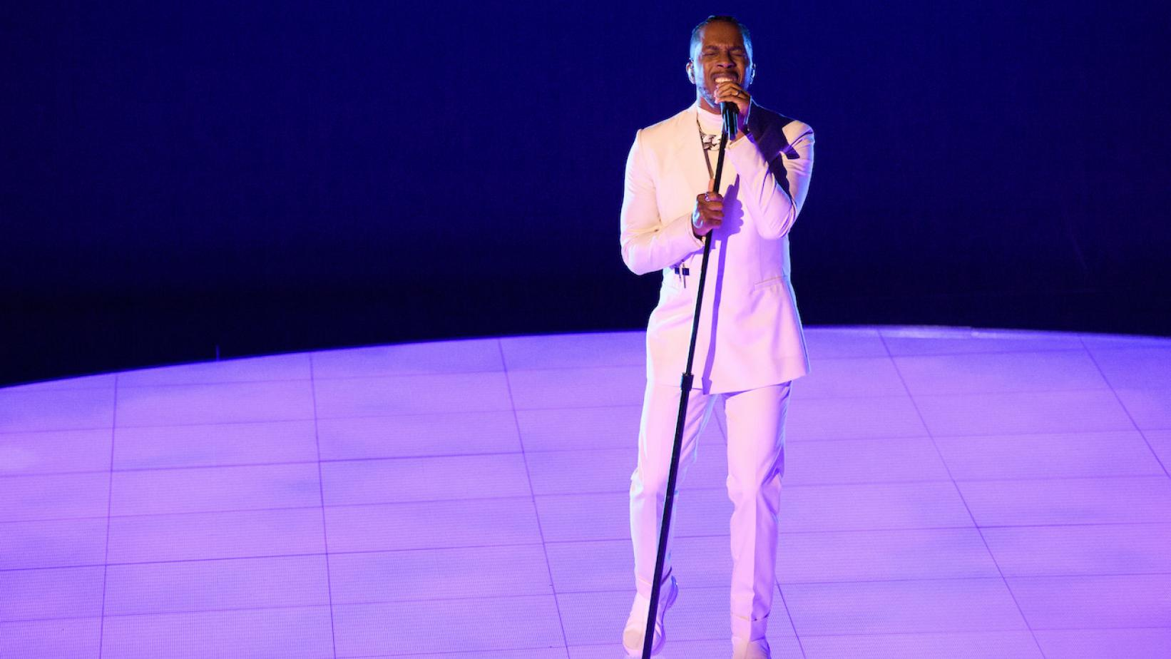 """Leslie Odom, Jr. performs at the """"Oscars: Into the Spotlight"""" special at the 2021 Oscars"""
