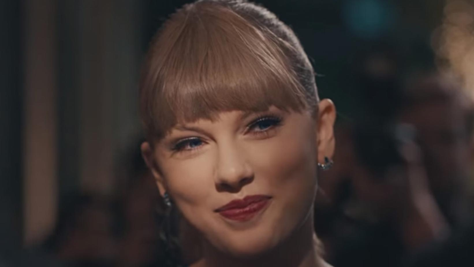 """Taylor Swift in the music video for """"Delicate"""""""