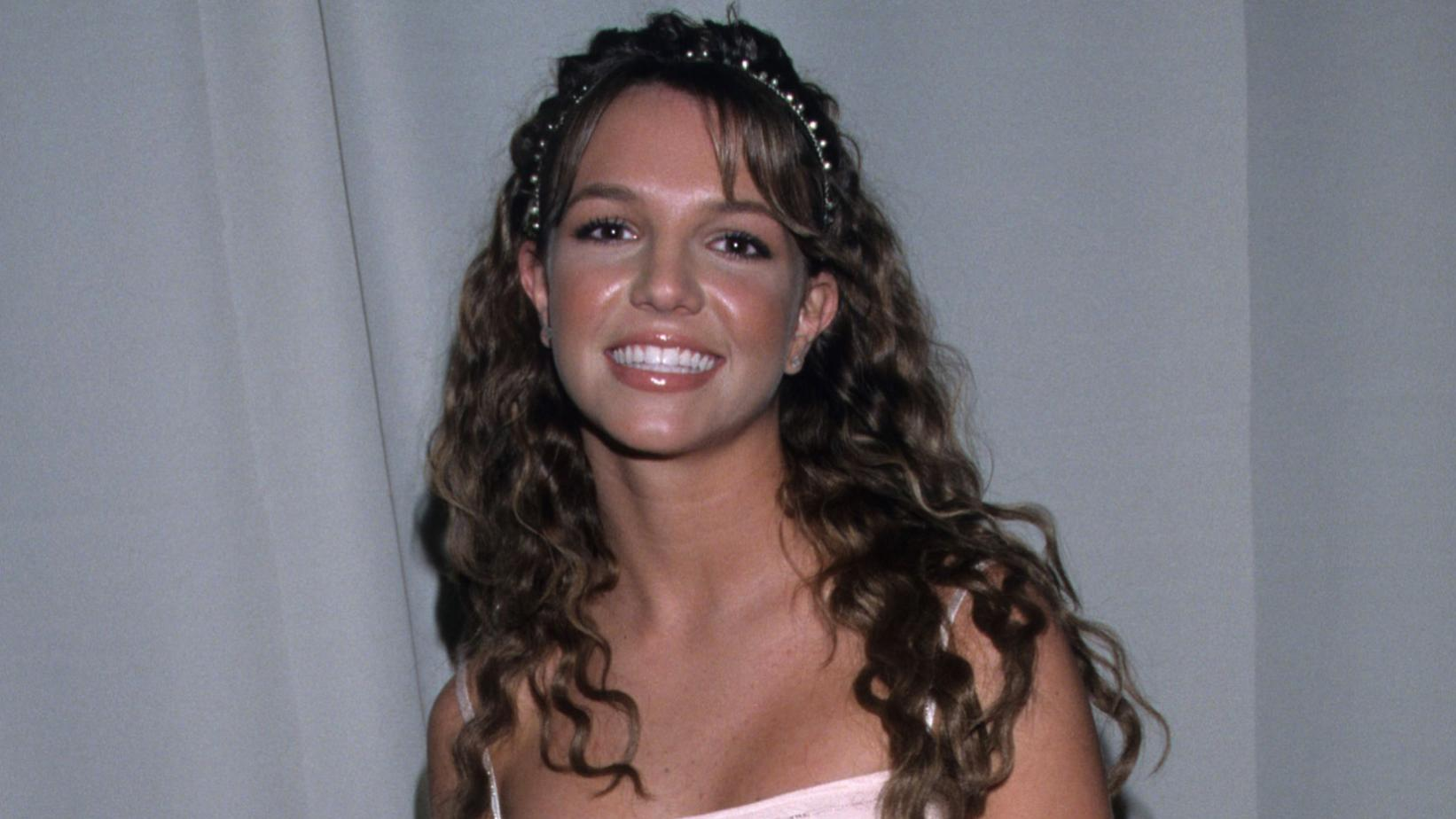 Britney Spears at the American Music Awards in 1999